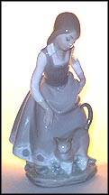 Little Girl With Cat, Lladro Figurine  #1187
