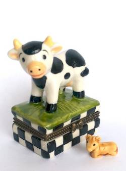 Cow on Grass Hinged Box