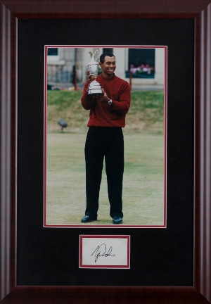Tiger Woods Autograph MAIN