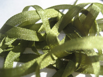 YLI Silk Ribbon, 4mm — 171 (pea green)_MAIN