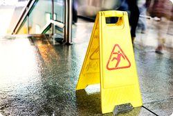 Avoiding Slips and Falls in the Workplace MAIN