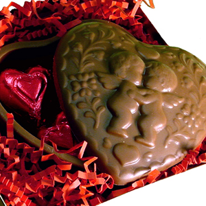 Cupid Box w Red Hearts - Milk Chocolate (8oz)