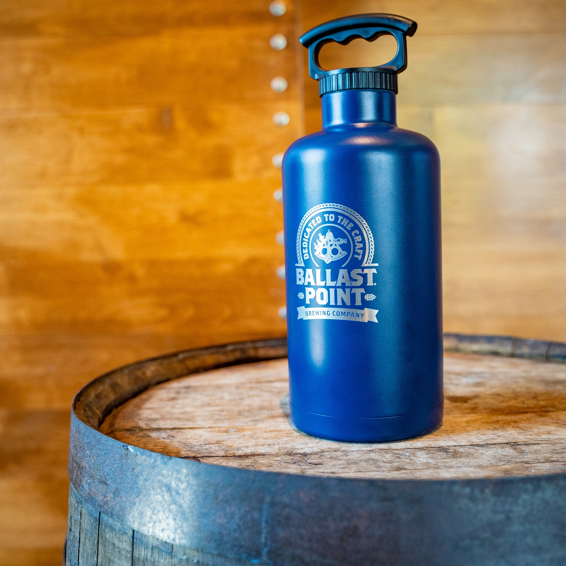 Ballast Point 64oz Navy Stainless Steel Growler LARGE