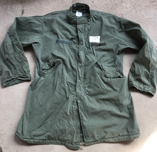 Vintage Vietnam Era USGI M-1965 Fishtail Parka WITH Liner! Med/Reg 1972 with a  Large Repair MAIN