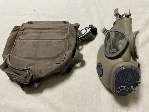 Size Large Military M10 Gas Mask with hydration tubing, installed filters & case LARGE