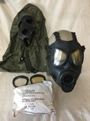 1 Size Medium Military M17A2 Gas Mask Kit THUMBNAIL