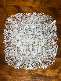 Vintage Crocheted Square Doily with Fleur-de-lis Motif THUMBNAIL