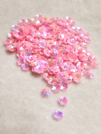 6mm Medium Flower Sequins — iridescent pink MAIN