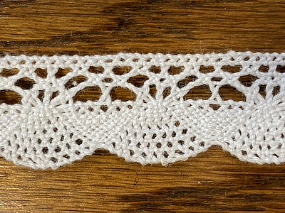 "Vintage Lace A  - Scallop edge, Off white 3/4"" wide, - Priced per yard MAIN"