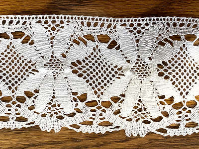 "Vintage Lace B - Daisy design 3"" wide, Soft white -  Priced per yard MAIN"