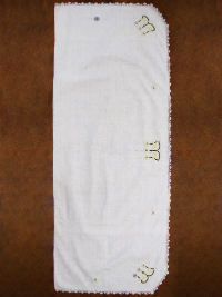 Vintage Table Runner with Embroidered Daisies THUMBNAIL