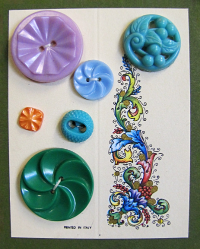 VINTAGE Colorful Plastic Buttons on Card with Floral/Leafy Design MAIN