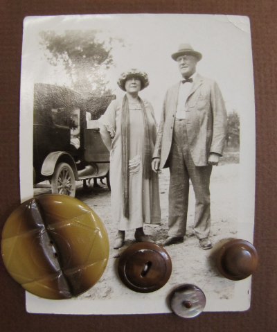 VINTAGE Brown Buttons on Card with Old-Fashioned Photo of Couple MAIN