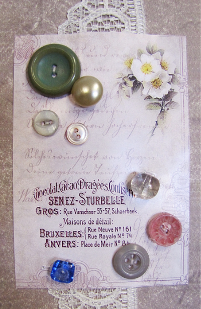 VINTAGE Miscellaneous Buttons on Card with French Text and White Flowers MAIN