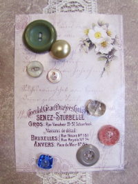 VINTAGE Miscellaneous Buttons on Card with French Text and White Flowers THUMBNAIL