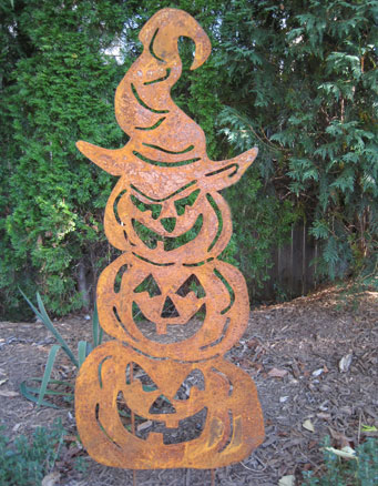 "3 Jack-O-Lanterns Stacked Garden Stake (28"" x 37"")  - Hand Crafted Metal Garden Art Decor"