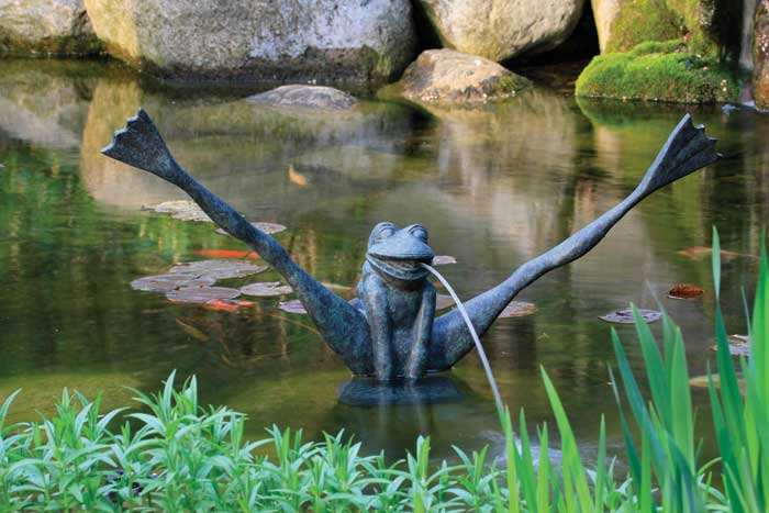 Crazy Legs Frog Poly Resin Spitter w/pump for Water Gardens & Ponds LARGE