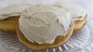 "Vegan Cinnamon Rolls with Cinnamon ""Buttercream"" Frosting by Larsen Bakery"